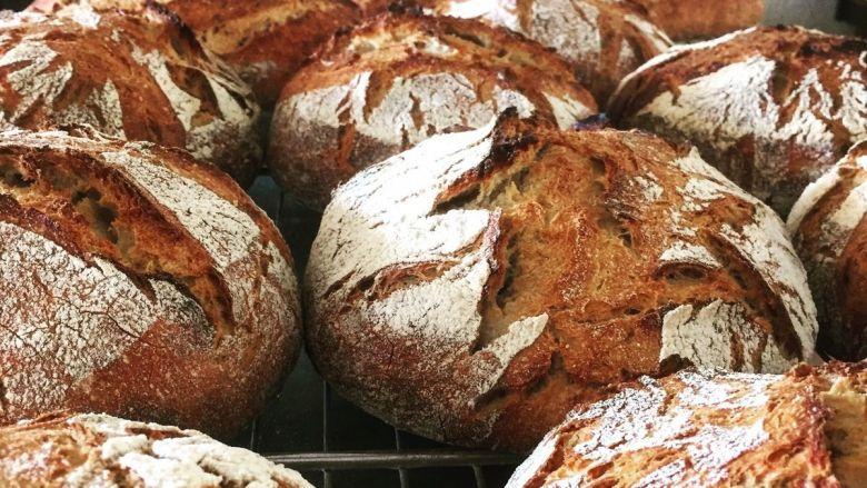 Dans son fournil à Aigremont, Emmanuel Croteau fait deux fournées de pain au levain par semaine. / © Le goût du pain