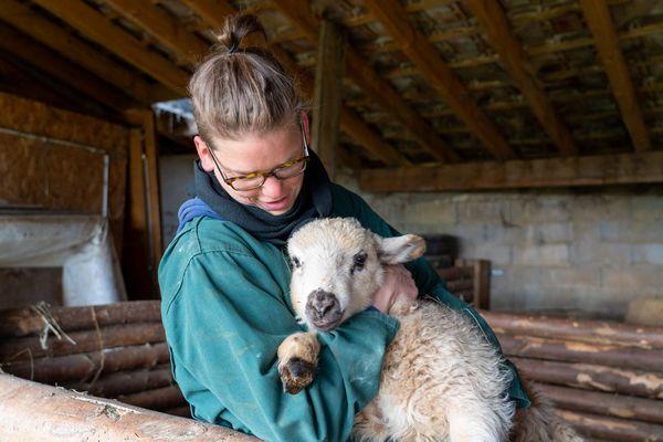 Barbara est paysanne boulangère à la ferme des Plaines, à Sancey.